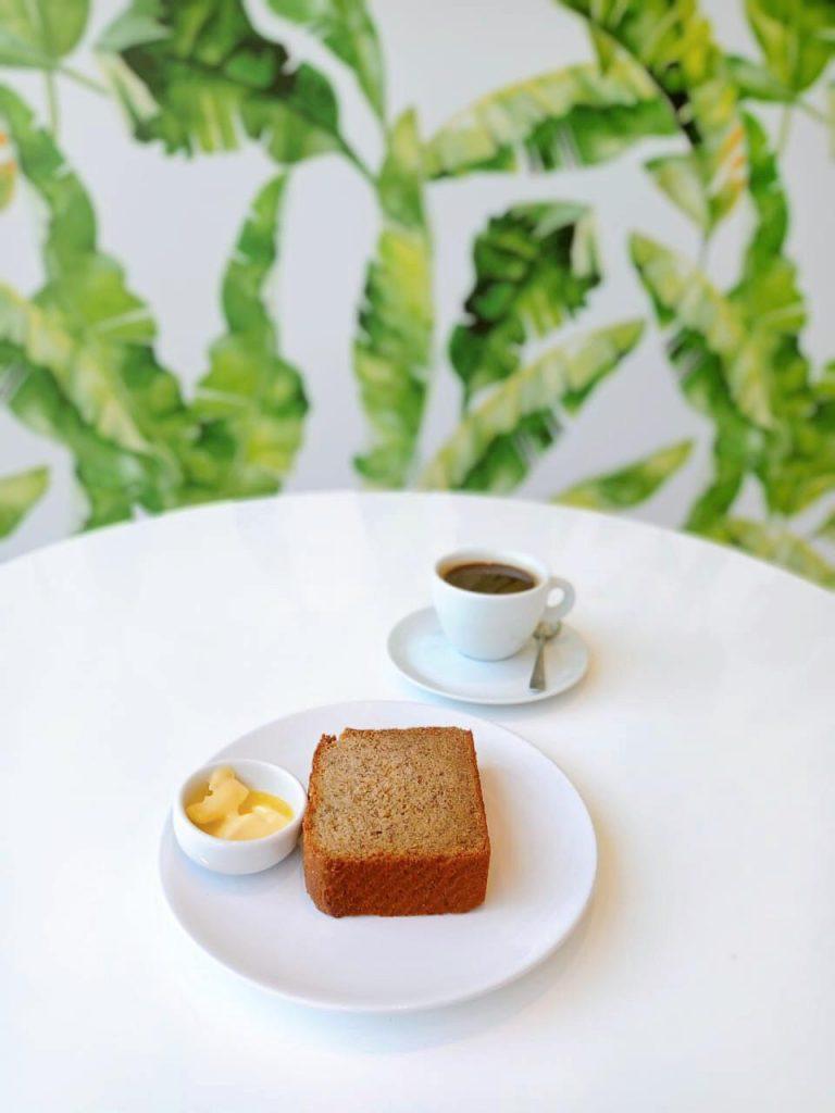 ELZINHA E O GARFO COMO CAFE DA MANHÃ